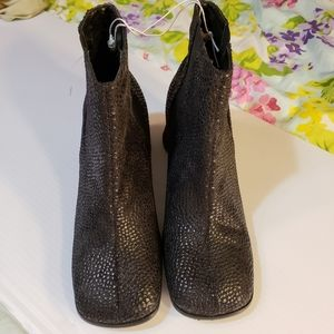 New Chinese Laundry Faux Reptile look Boots 6.5M